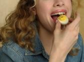 吃鸡蛋会导致胆固醇升高吗?